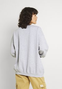 BDG Urban Outfitters - LARGE CREST EMBROIDERED CREWNECK - Sweatshirt - grey marl - 2
