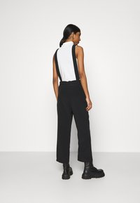 Monki - NESSA DUNGAREE - Salopette - black dark svart - 2