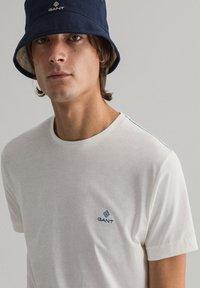GANT - CONTRAST - Basic T-shirt - off white - 3