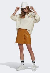adidas Originals - ADICOLOR ESSENTIALS SWEATSHIRT - Sweatshirt - white - 1