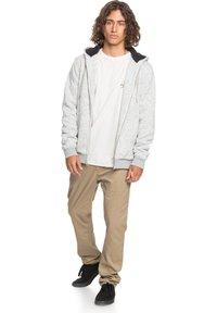 Quiksilver - KELLER - SHERPA-FLEECE MIT REISSVERSCHLUSS UND KAPUZE - Zip-up hoodie - light grey heather - 1