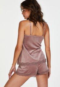 Hunkemöller - CAMI VELOURS SPITZE - Pyjama top - pink - 2