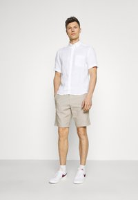 Selected Homme - SLHMILES FLEX - Shorts - beige - 1