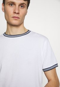 Bellfield - TIPPED CREW NECK TEE - Basic T-shirt - white - 4