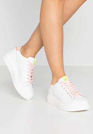 LACE-UP - Sneakersy niskie - white