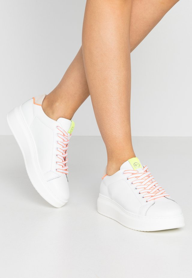 LACE-UP - Baskets basses - white