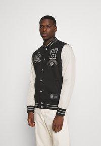 Hollister Co. - TREND DROP VARSITY - Zip-up sweatshirt - black - 0