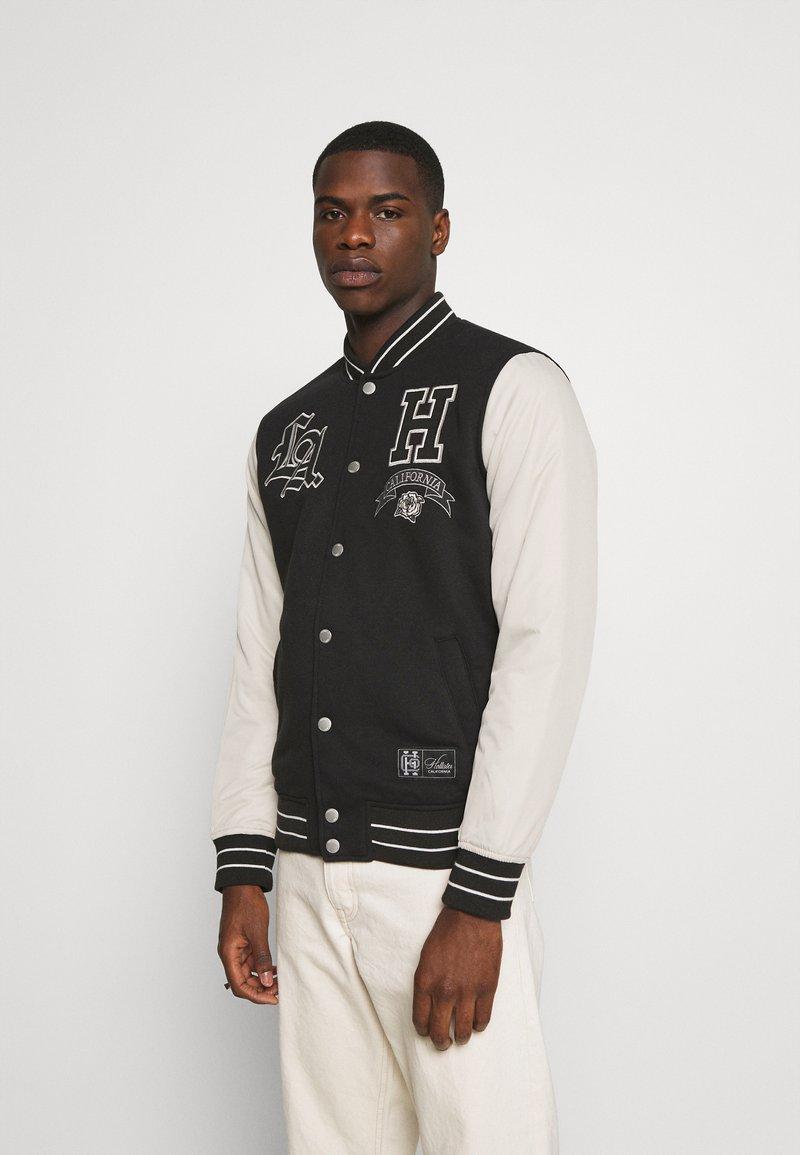 Hollister Co. - TREND DROP VARSITY - Zip-up sweatshirt - black
