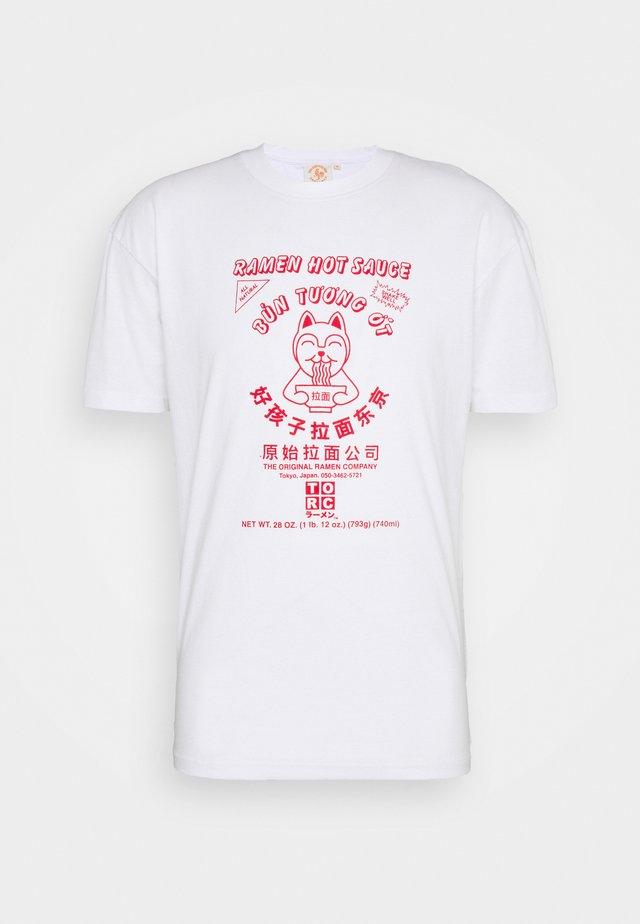 SRIRACHA HOT LOGO TEE - T-shirt print - white