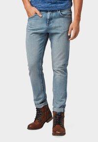 TOM TAILOR DENIM - CONROY TAPERED  - Jeans Tapered Fit - light stone blue denim - 0