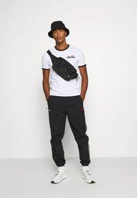 Ellesse - MEDUNO RINGER - Print T-shirt - white - 0