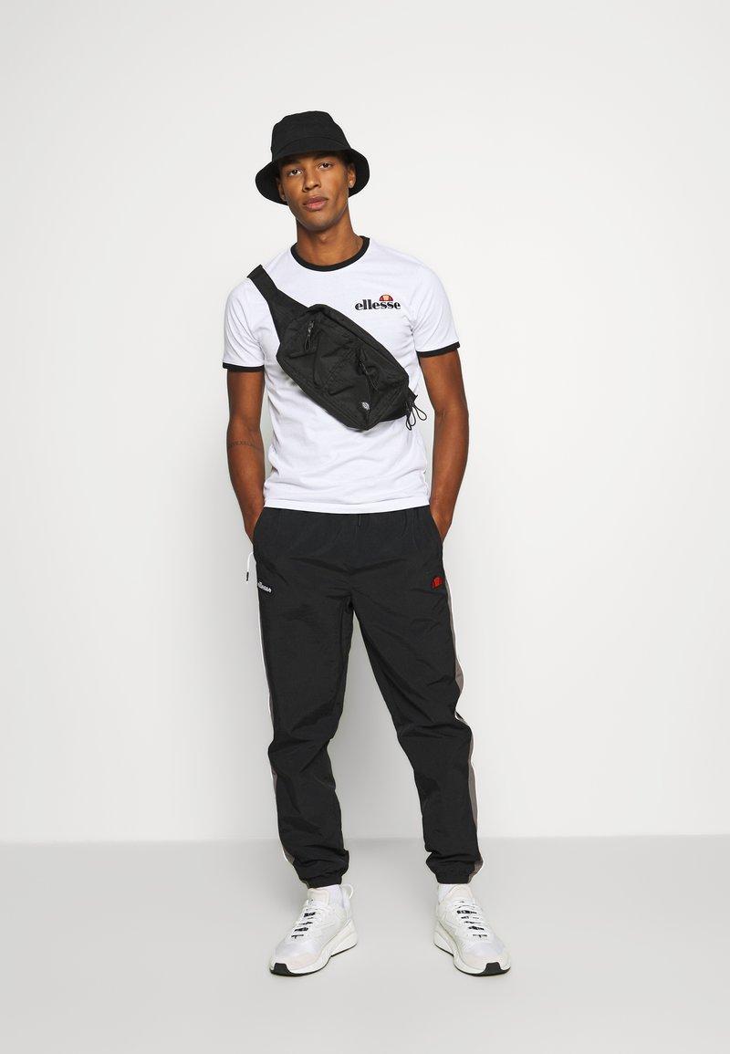Ellesse - MEDUNO RINGER - Print T-shirt - white