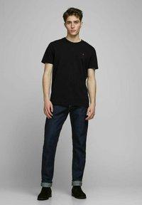 Royal Denim Division by Jack & Jones - JJ-RDD CREW NECK - T-shirt basic - black - 1