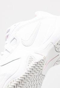 Nike Performance - COURT LITE 2 - Buty tenisowe uniwersalne - white/photon dust/pink - 2