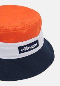 Ellesse - ONZIO BUCKET HAT UNISEX - Chapeau - orange - 3