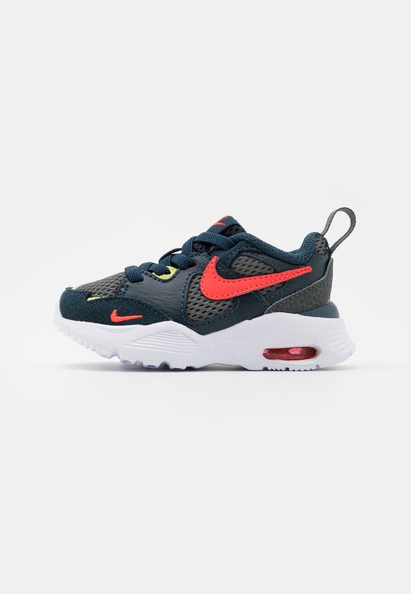 Nike Sportswear - AIR MAX FUSION UNISEX - Sneakers laag - deep ocean/bright crimson/iron grey/limelight