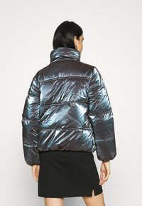 Calvin Klein Jeans - IRIDESCENT STAND COLLAR PUFFER - Winter jacket - gentian violet - 2