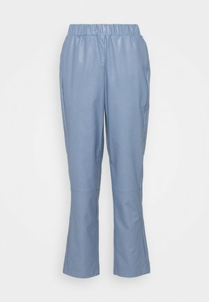 HARLOW PANTS - Trousers - blau