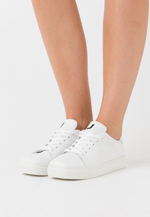 SQUARED SHOES - Trainers - white