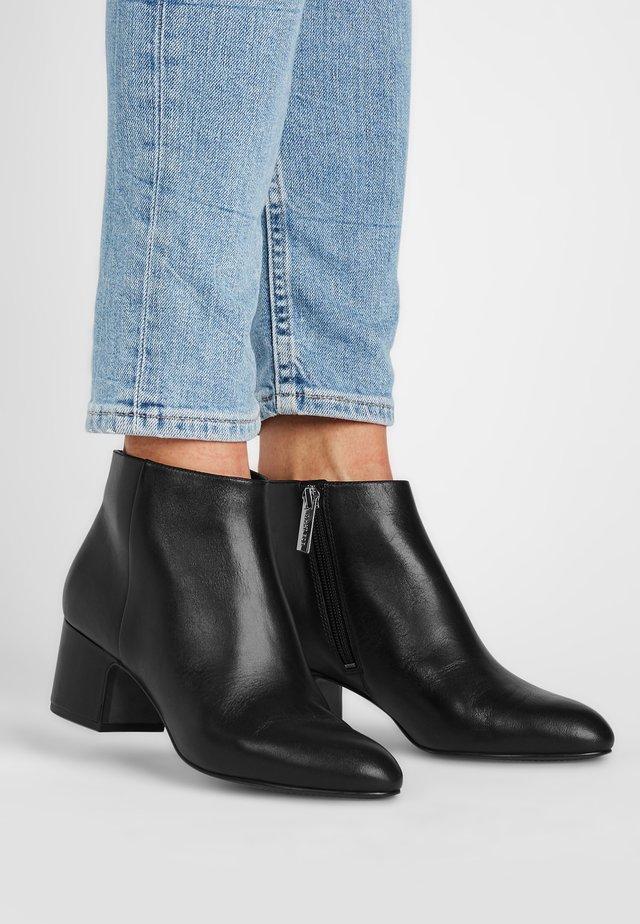 MARYLIN - Korte laarzen - schwarz