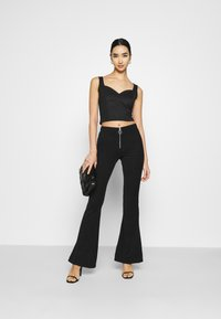 Even&Odd - SWEETHEART NECKLINE SLEEVELESS CROP - Toppi - black - 1
