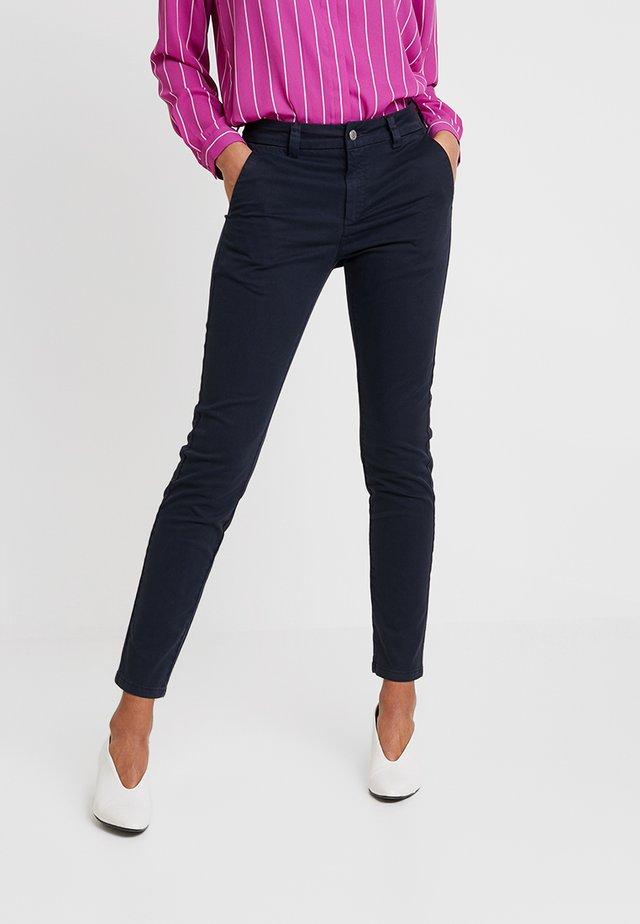 SLFMEGAN - Pantalones chinos - navy blazer