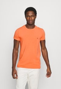 Tommy Hilfiger - STRETCH SLIM FIT TEE - T-shirt - bas - summer sunset - 0