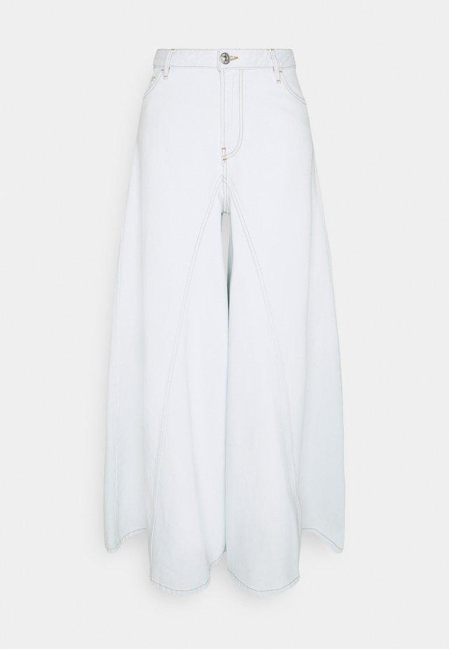 SPRITZZ - Široké džíny - white