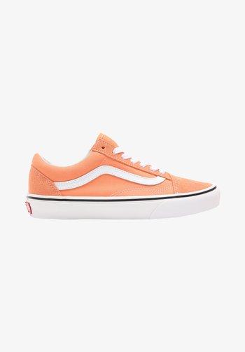 OLD SKOOL - Trainers - cadmium orange/true white