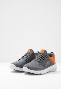Skechers Performance - GO RUN FOCUS - ATHOS - Neutral running shoes - charcoal/orange - 2