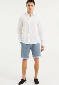 WE Fashion - SLIM-FIT - Koszula - white - 1