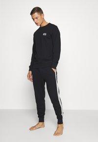 Diesel - UMLT-WILLY SWEAT-SHIRT - Pyjama top - black - 1