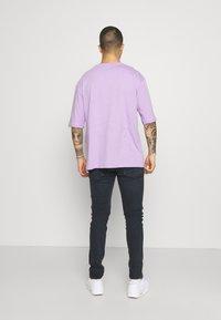 YOURTURN - OVERSIZE UNISEX - Print T-shirt - lilac - 2