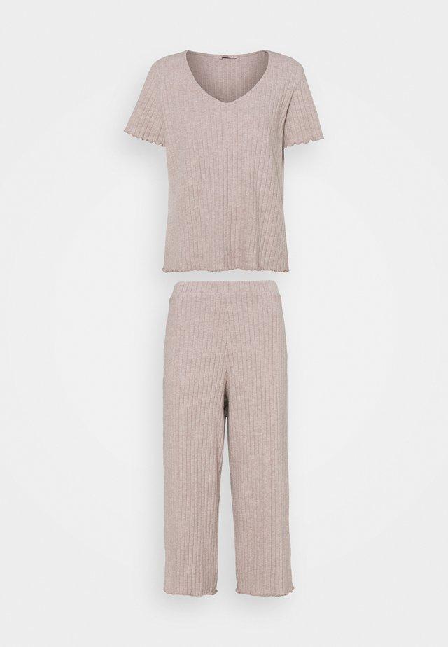 Pyjamas - beige