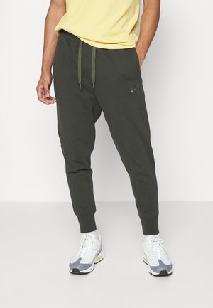 PANT CLASSIC - Teplákové kalhoty - sequoia