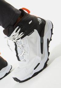 The North Face - EXPLORIS MID FUTURELIGHT - Hiking shoes - tnf white/tnf black - 5