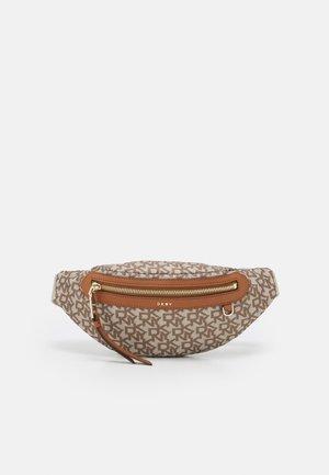 CORA SLING BAG - Bæltetasker - caramel