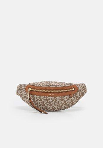CORA SLING BAG - Bum bag - caramel