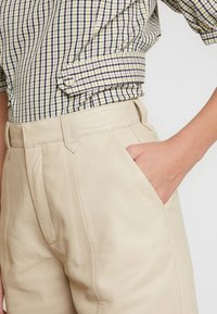 Gestuz - SURI - Leather trousers - safari - 4