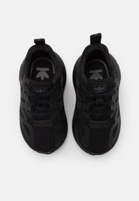 adidas Originals - ZX 2K BOOST SPORTS INSPIRED SHOES UNISEX - Sneakers basse - core black/grey six - 3