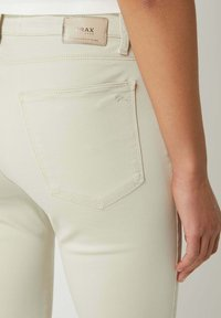 BRAX - SHAKIRA - Trousers - sand - 2