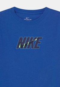 Nike Sportswear - TEE GLOW  - Print T-shirt - game royal - 2