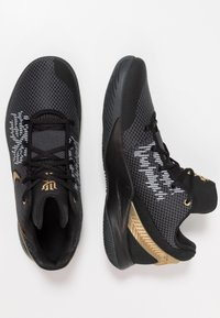 Nike Performance - KYRIE FLYTRAP II - Basketball shoes - black/metallic gold/anthracite - 1