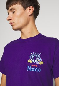 Diamond Supply Co. - NEON SIGN TEE - Print T-shirt - purple - 3
