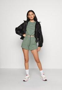 Even&Odd - SET - Sweatshirt and Short - Kraťasy - green - 1