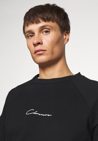 CLOSURE London - UTILITY CREWNECK - Sudadera - black - 3