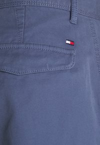 Tommy Hilfiger - JOHN CARGO - Shorts - faded indigo - 7