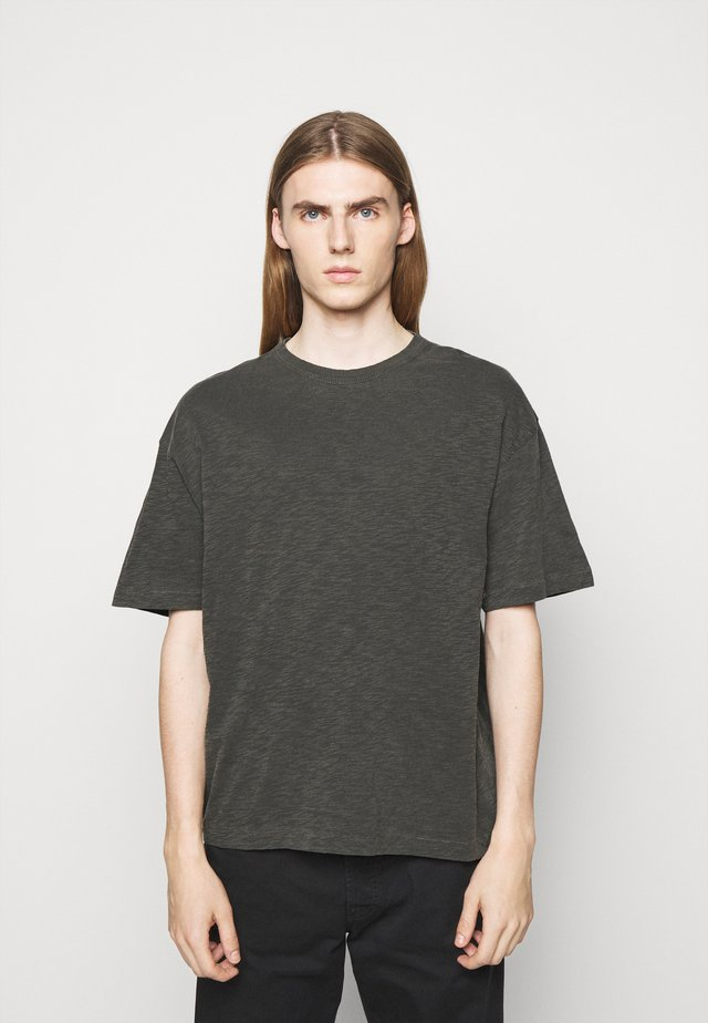 TRIPLE - T-Shirt basic - dark olive