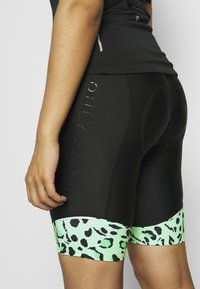 ONLY Play - ONPPERFORMANCE BIKE SHORTS - Tights - green ash - 5