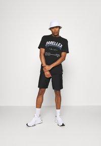 Nike Sportswear - Shorts - black/black - 1